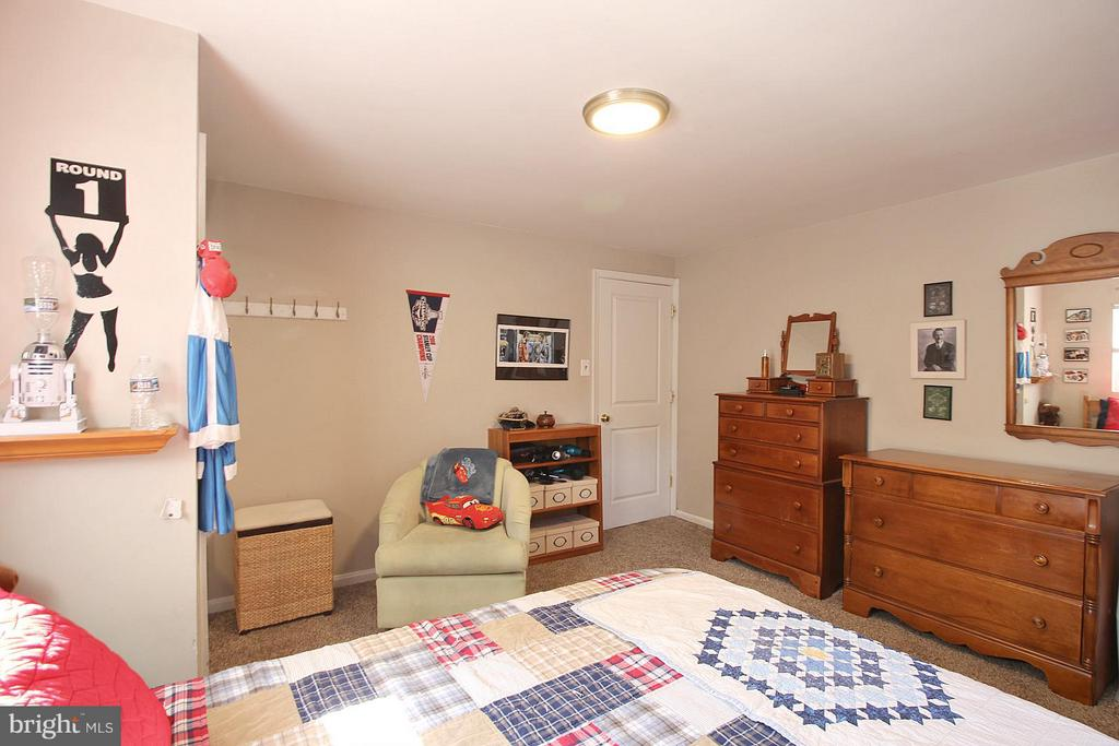 Bedroom 2 - spacious and light! - 200 N CLEVELAND ST, ARLINGTON