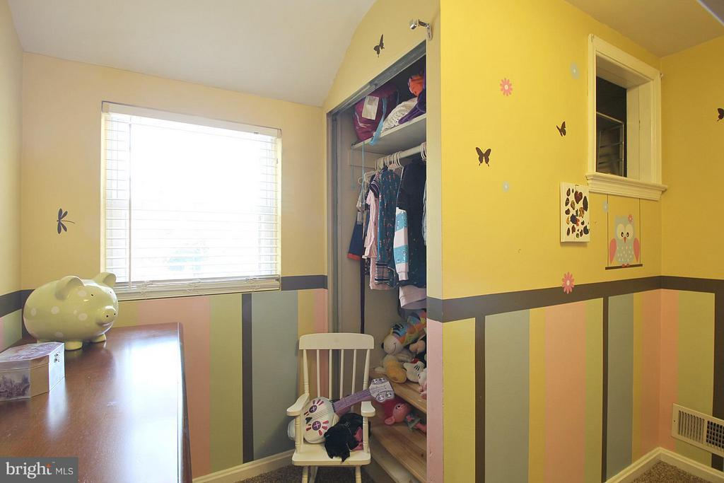 Cheerful third bedroom! - 200 N CLEVELAND ST, ARLINGTON
