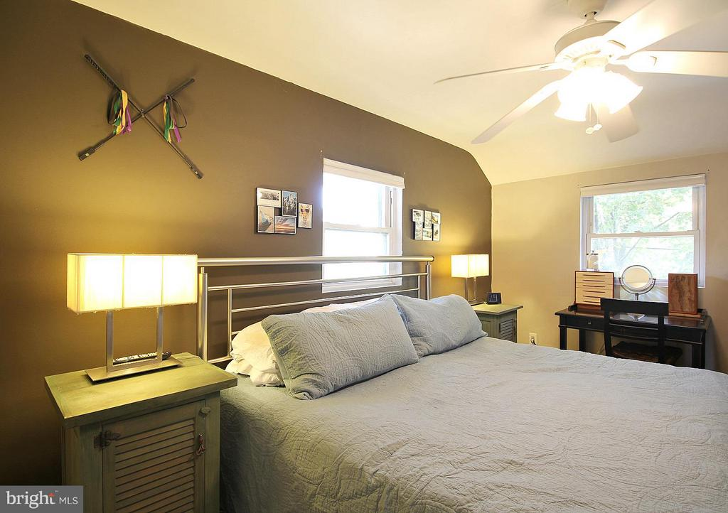 Master with ceiling fan! - 200 N CLEVELAND ST, ARLINGTON