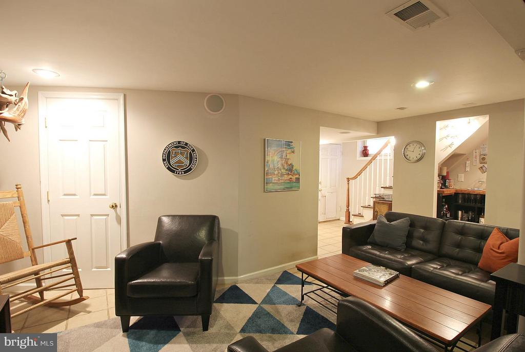 Rumpus rec room with wet bar! - 200 N CLEVELAND ST, ARLINGTON