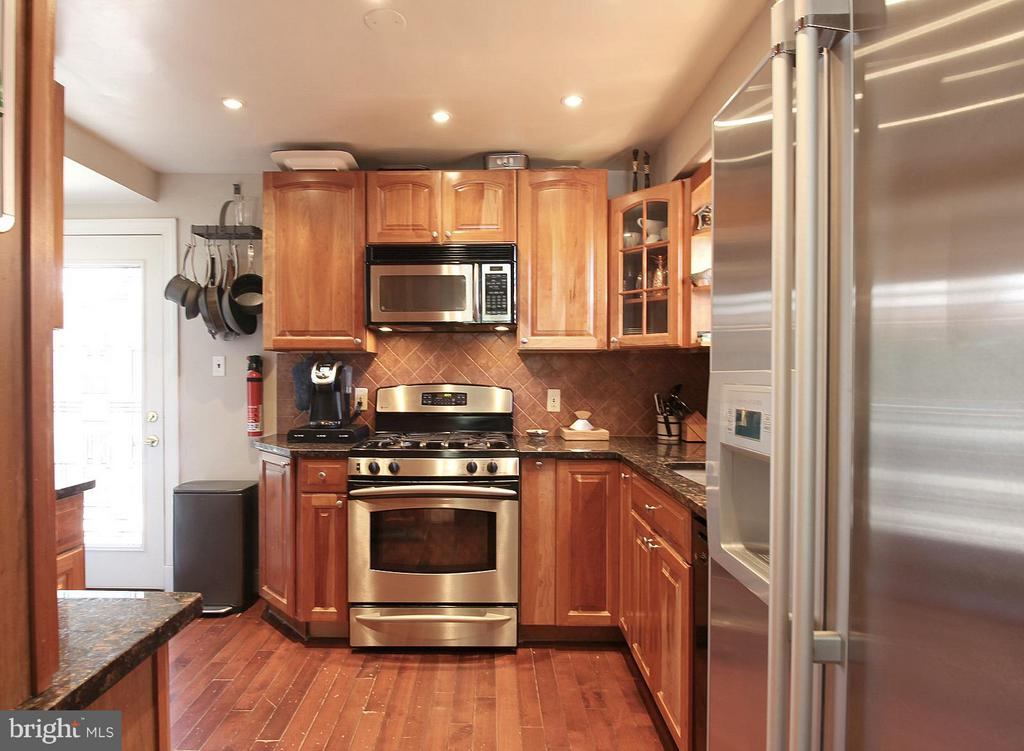 Stainless steel with gas stove! - 200 N CLEVELAND ST, ARLINGTON