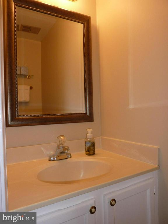 Main level half bath - 2166 WHISPERWOOD GLEN LN, RESTON