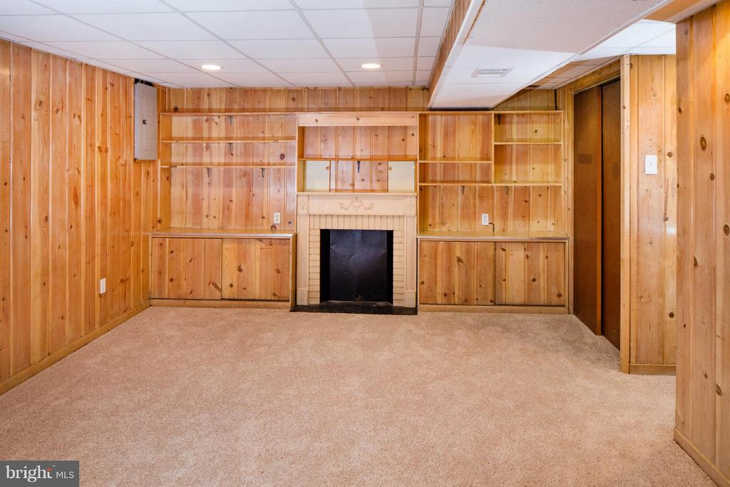 Lower Level Rec Room (Faux Fireplace) - 46 TAYLOR RUN PKWY W, ALEXANDRIA