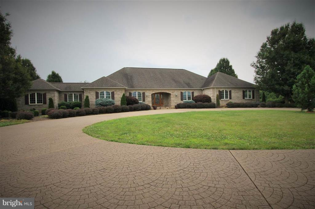 Farm for Sale at 108 Meadow Ln Fishersville, Virginia 22939 United States