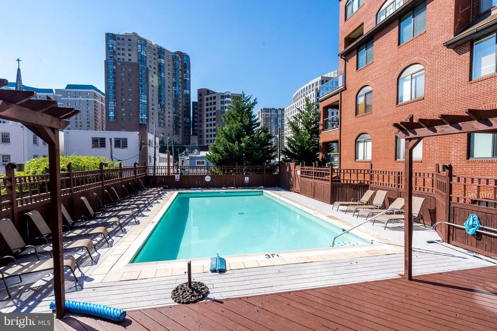 Community Pool - 1029 STUART ST #109, ARLINGTON