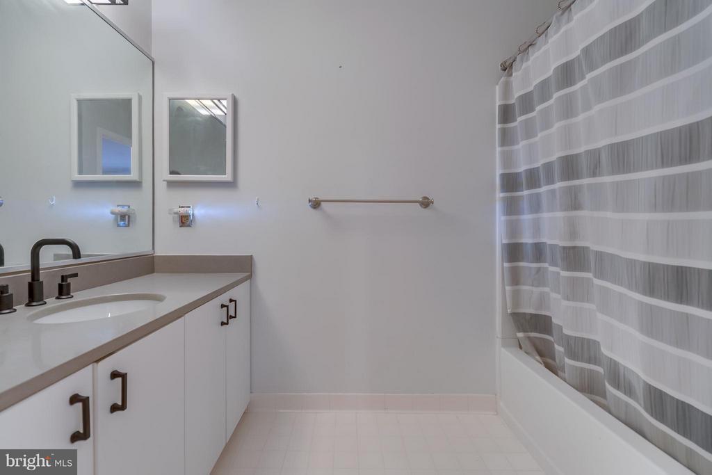 Bath (Master) - 1029 STUART ST #109, ARLINGTON