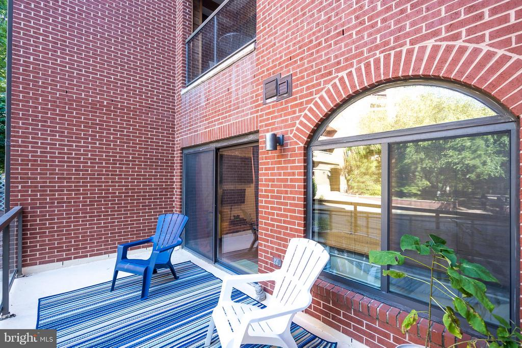 Large Patio - 1029 STUART ST #109, ARLINGTON