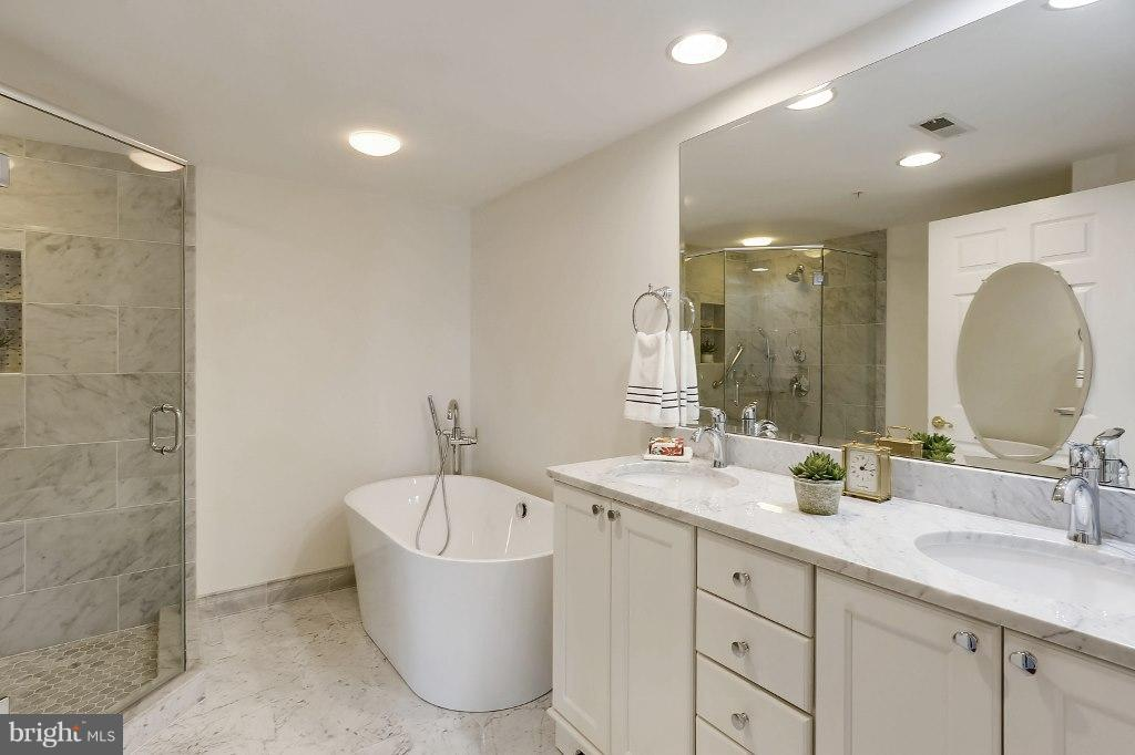 Master Bathroom renovated in 2017 - 828 SLATERS LN #406, ALEXANDRIA