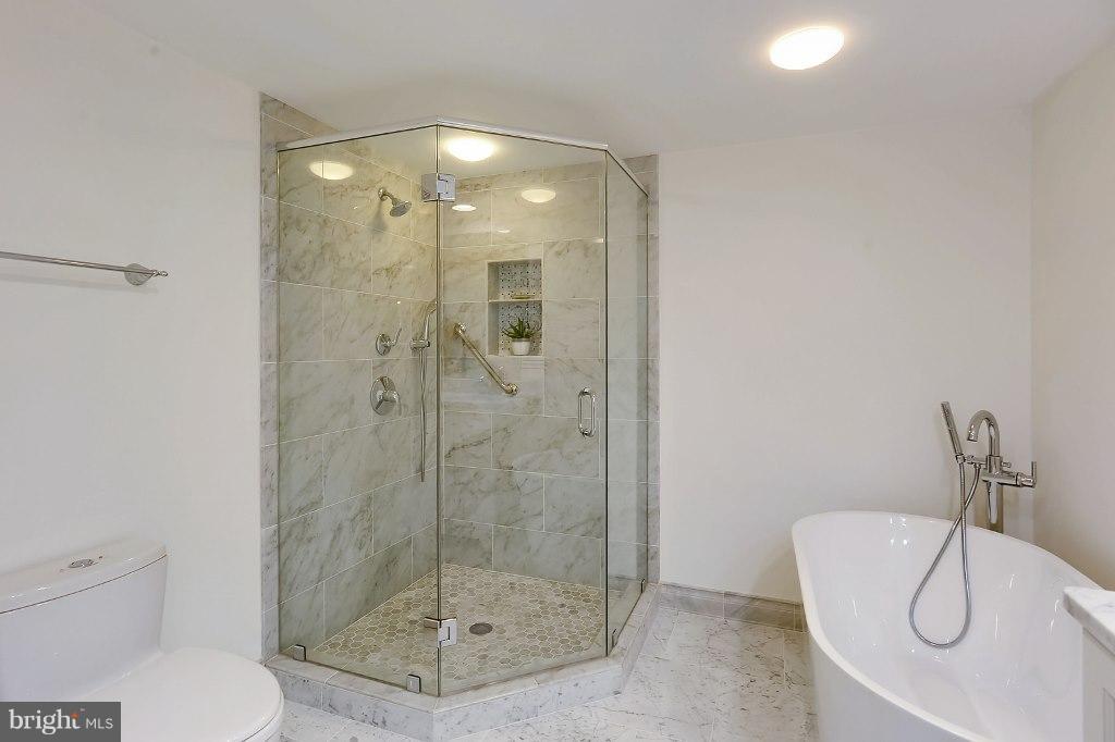 Master Bathroom - 828 SLATERS LN #406, ALEXANDRIA