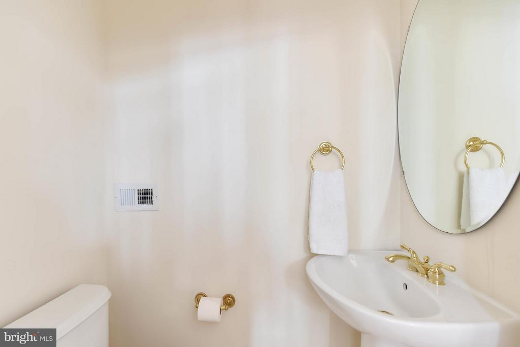 A half bath conveniently located off the rec room - 36 ALEXANDER ST, ALEXANDRIA