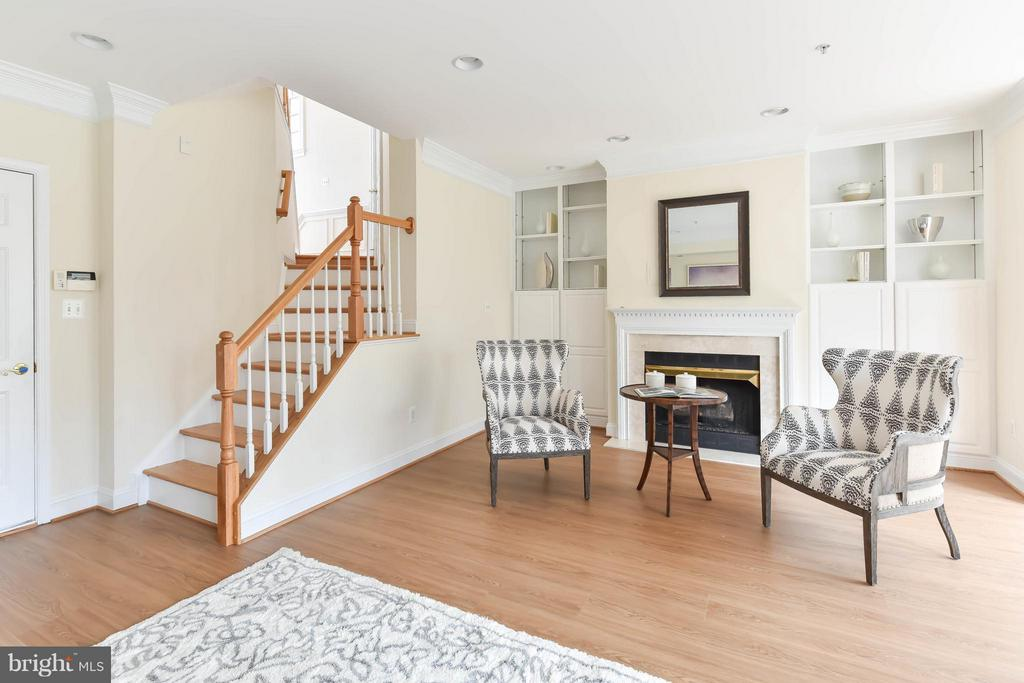 Recessed lights and recently updated wood floors - 36 ALEXANDER ST, ALEXANDRIA