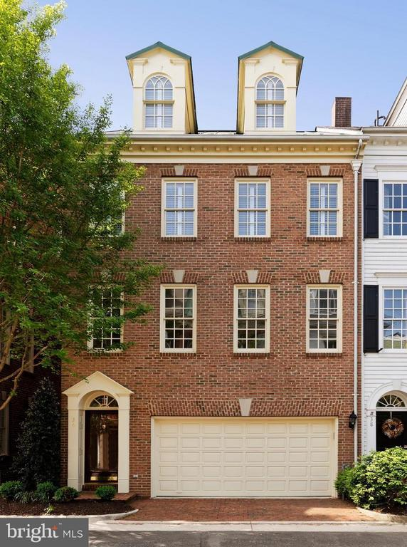 Stunning 3 BR, 3.5 BA tnhs with southern exposure - 36 ALEXANDER ST, ALEXANDRIA