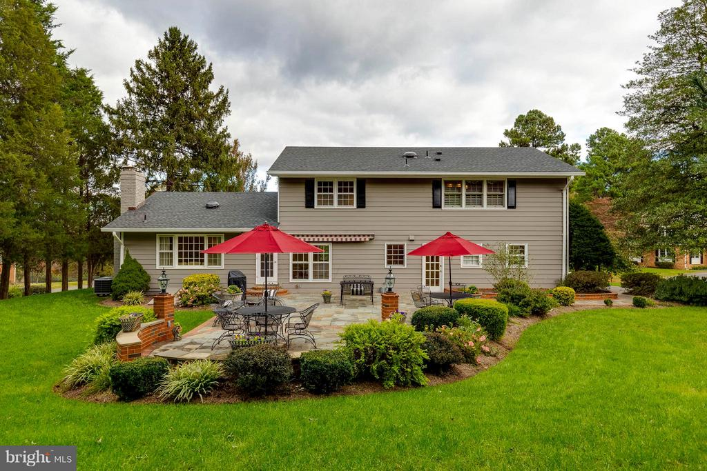 Entertaining is a breeze in your private backyard! - 1708 JUMPER CT, VIENNA