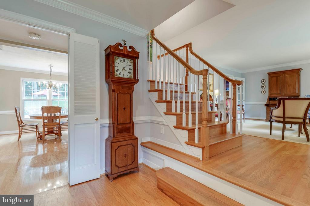 Gleaming hardwood floors welcome you home! - 1708 JUMPER CT, VIENNA