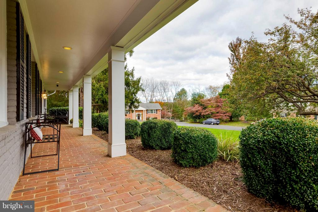 Take a moment to relax on your front porch! - 1708 JUMPER CT, VIENNA