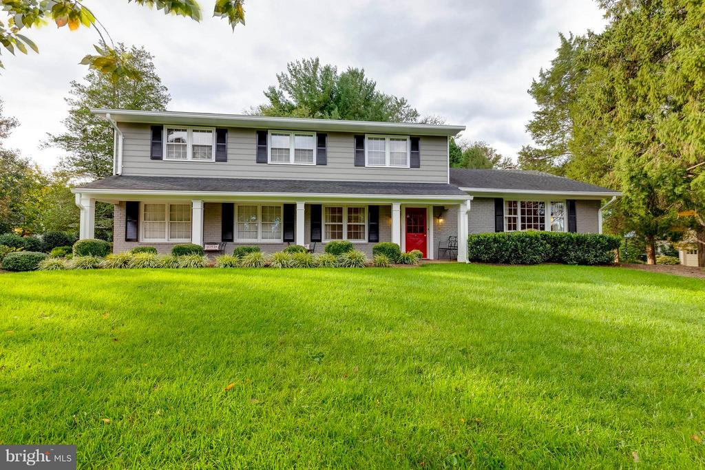 Incredible Colonial on a landscaped corner lot! - 1708 JUMPER CT, VIENNA