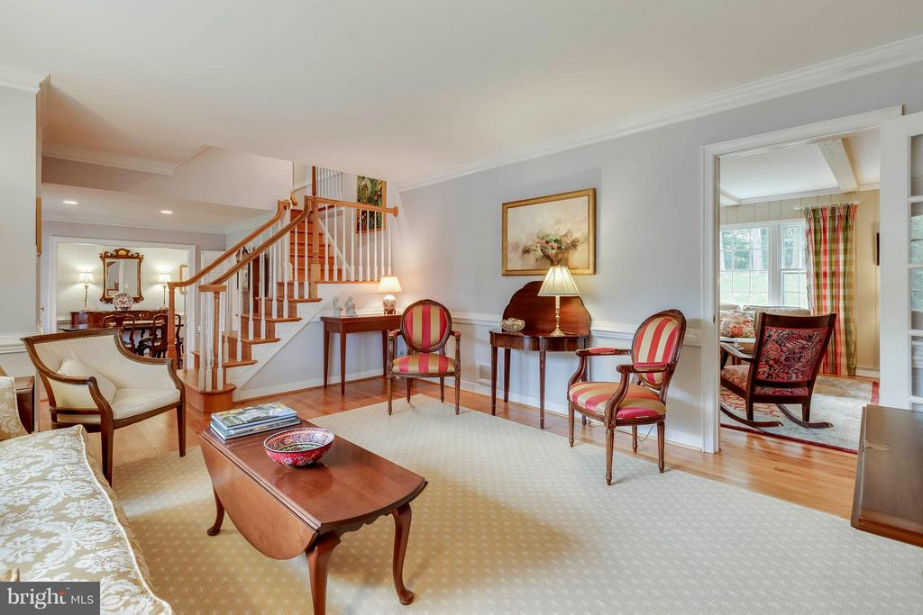 Family room opens into this incredible living room - 1708 JUMPER CT, VIENNA