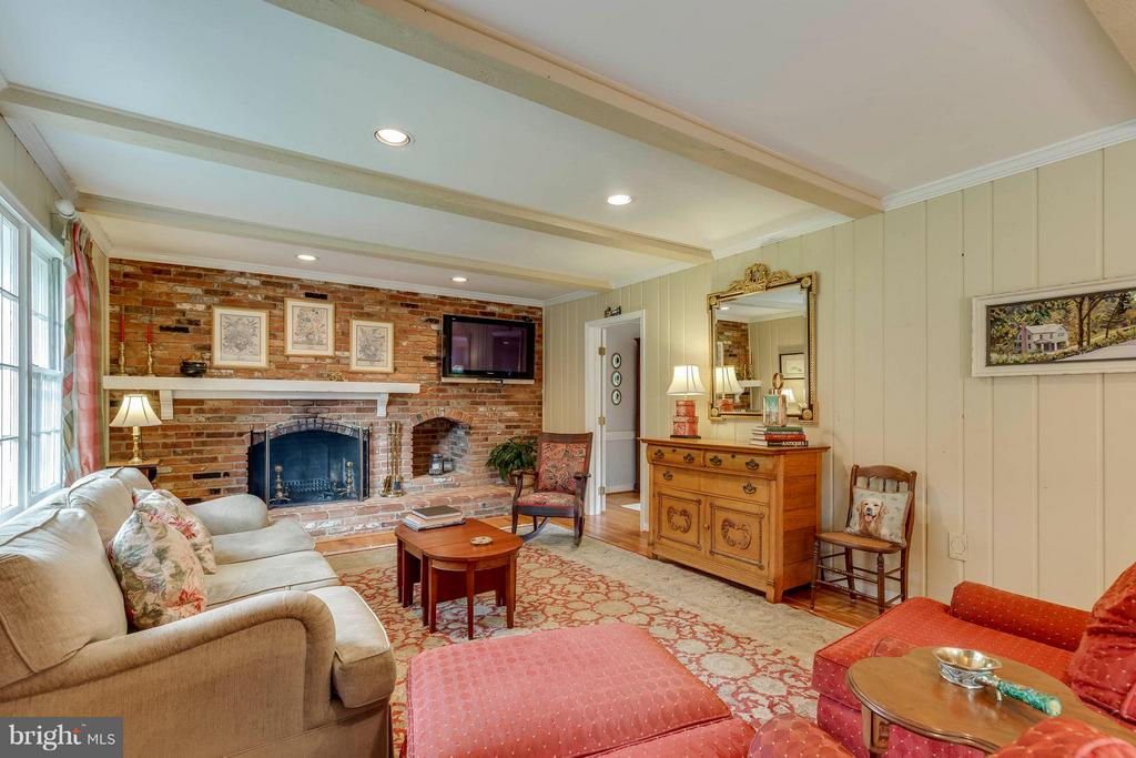 Such an inviting room with fireplace and hearth - 1708 JUMPER CT, VIENNA