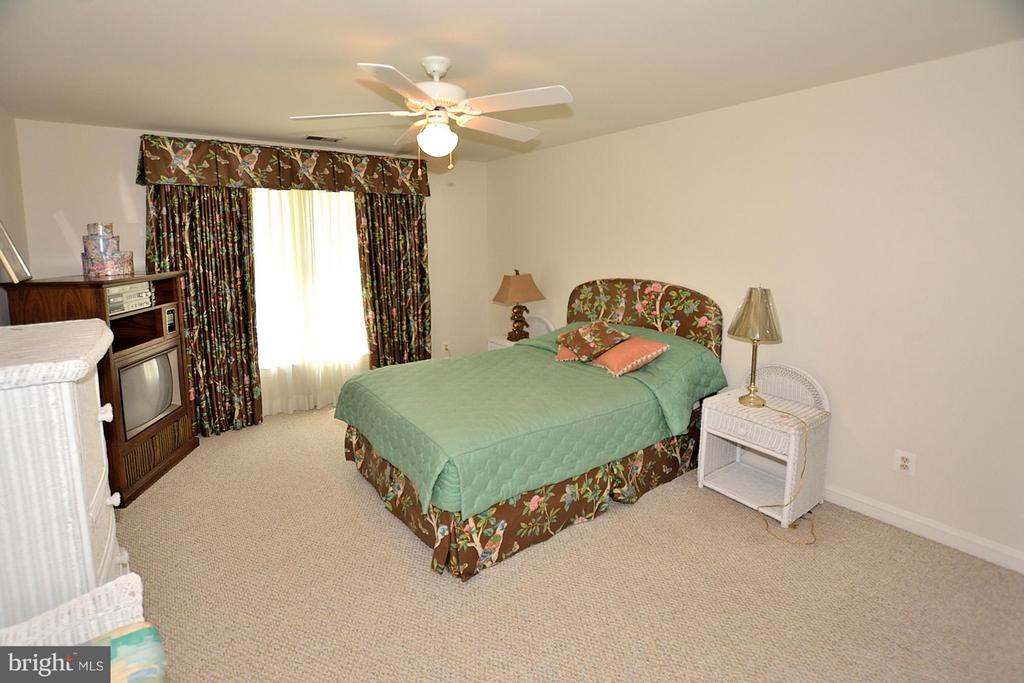 Bedroom 3 (or 4) - 3809 MILLCREEK DR, ANNANDALE