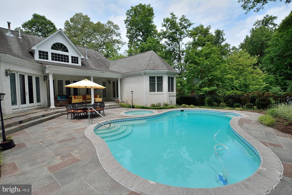 Slate surround Pool - 3809 MILLCREEK DR, ANNANDALE