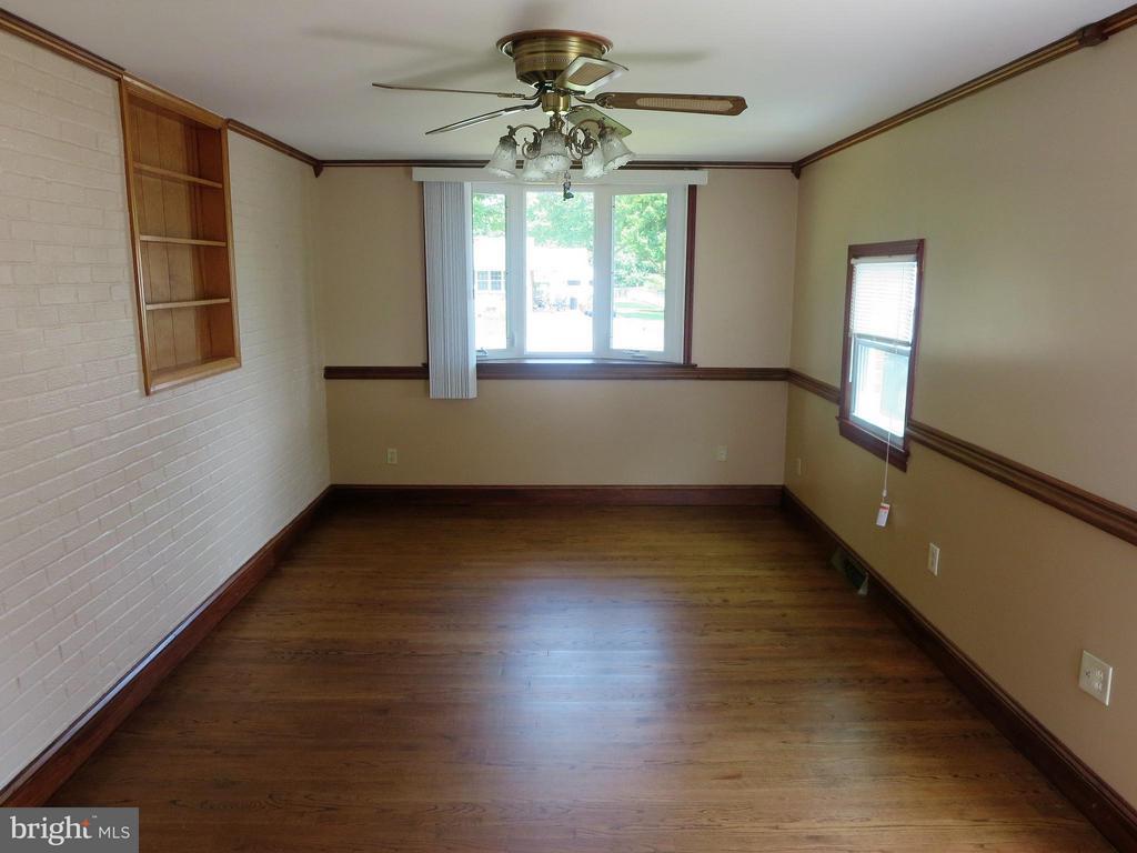 Living Room - 607 CULPEPER ST, FREDERICKSBURG