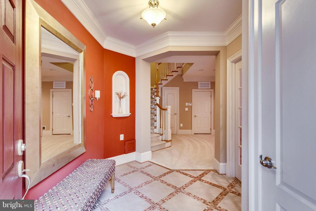 Lower Level Foyer - 719 BRACEY LN, ALEXANDRIA
