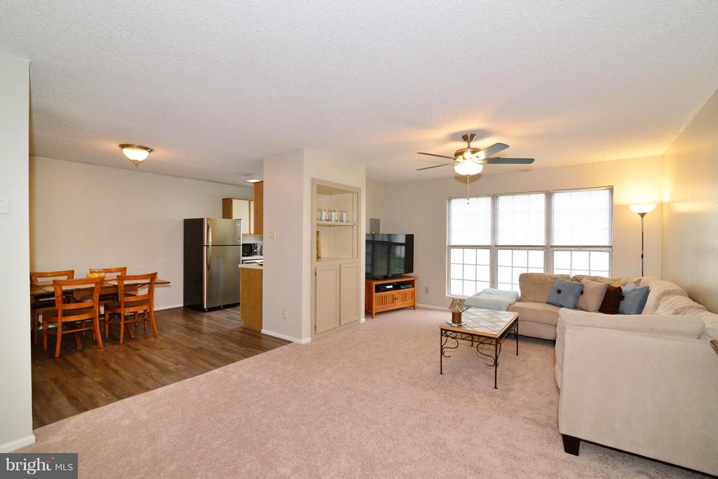 Open Floor Plan! - 1119 HUNTMASTER TER NE #201, LEESBURG