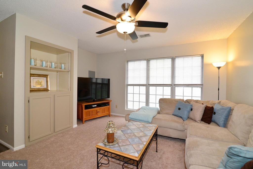 Built In Book Shelves - 1119 HUNTMASTER TER NE #201, LEESBURG