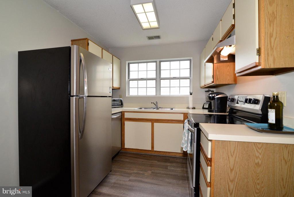 New Stainless Steel Appliances - 1119 HUNTMASTER TER NE #201, LEESBURG