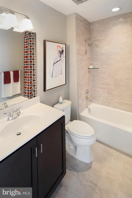Bath - 42034 GUARDFISH WAY, ASHBURN