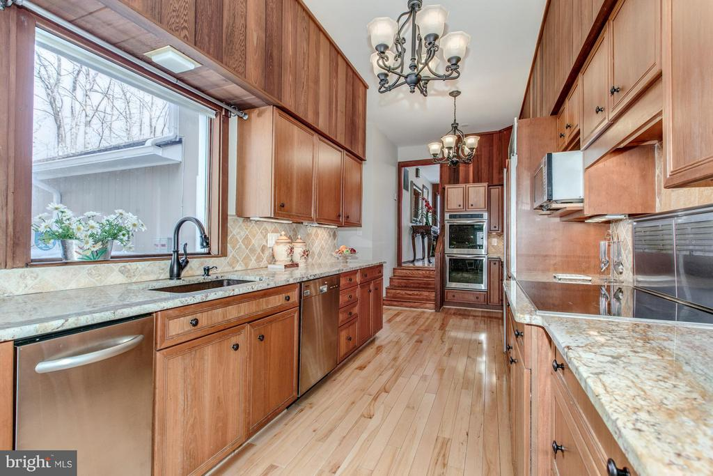Gourmet Kitchen with top of the line appliances - 10626 BEACH MILL RD, GREAT FALLS