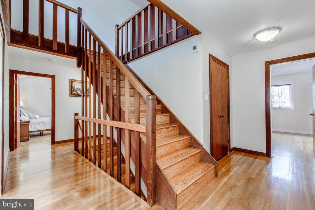 Hardwood floors on main and upper levels - 10626 BEACH MILL RD, GREAT FALLS