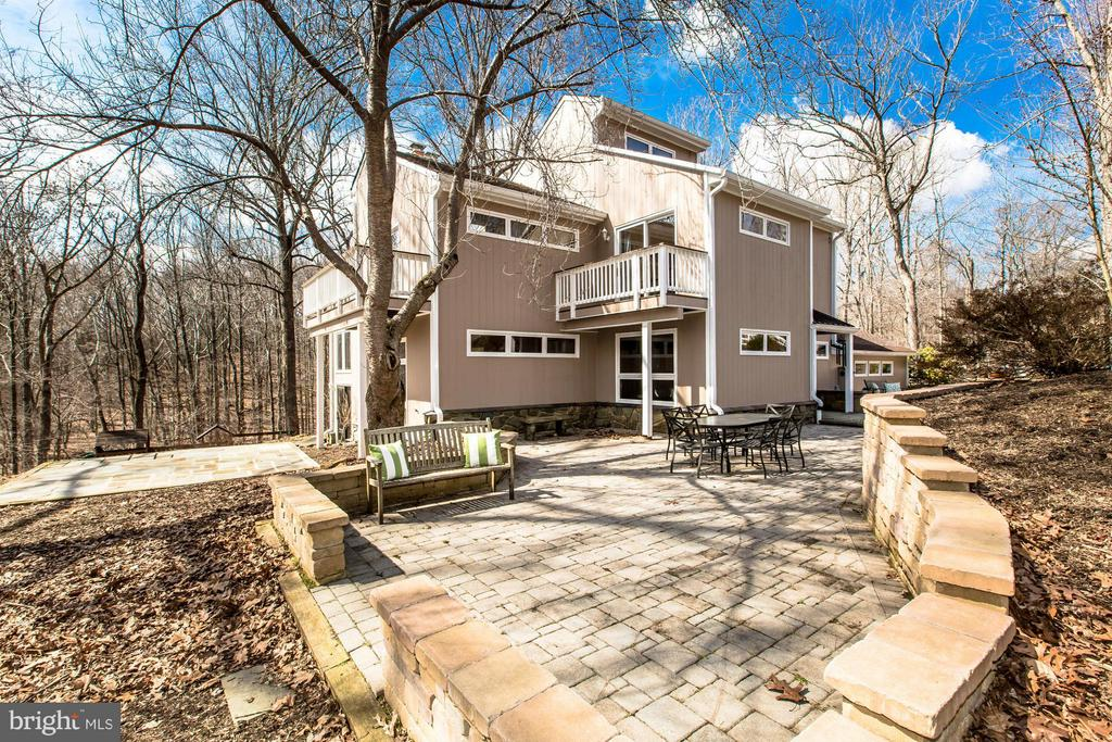 Extensive Hardscape to Enjoy Setting - 10626 BEACH MILL RD, GREAT FALLS