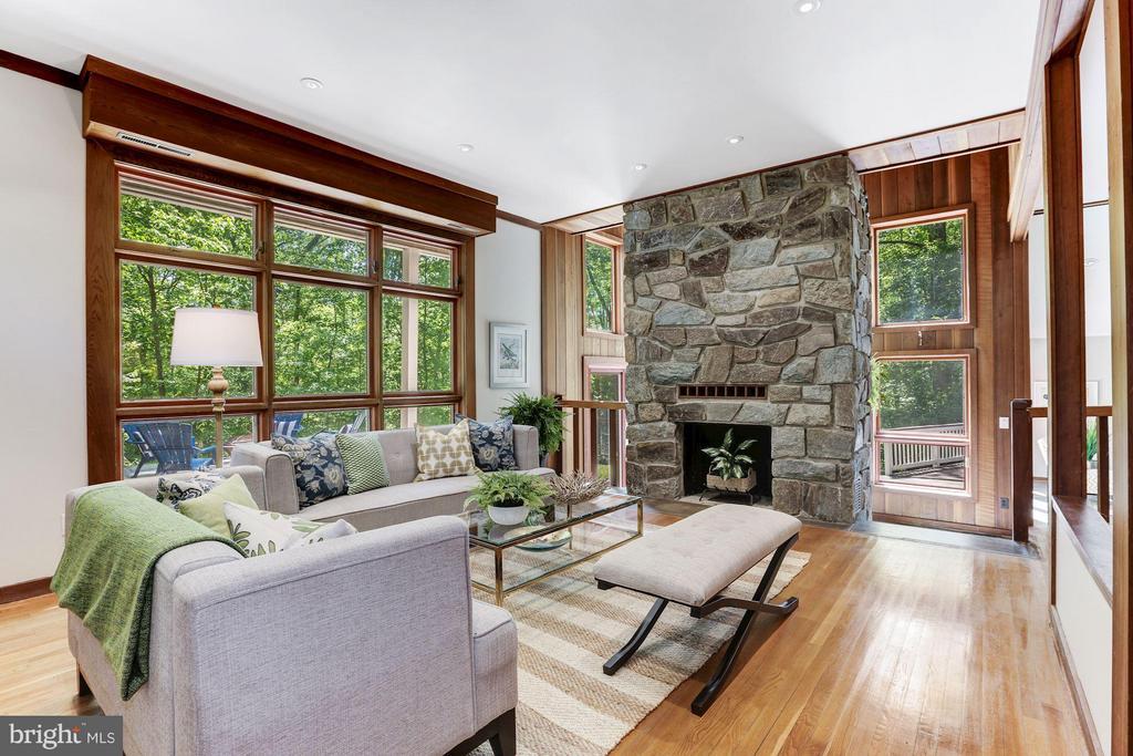 Living Room exudes natural light - 10626 BEACH MILL RD, GREAT FALLS