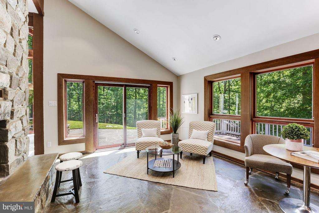 Family Room opens to deck and patio - 10626 BEACH MILL RD, GREAT FALLS