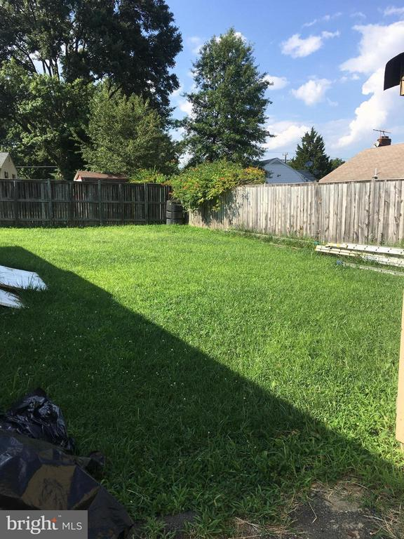 Large partially fenced in yard - 6005 GRAYSON ST, SPRINGFIELD