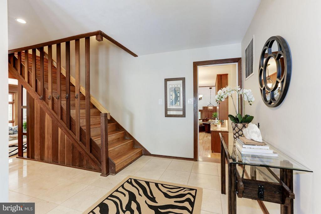 Enter this architectural masterpiece - 10626 BEACH MILL RD, GREAT FALLS