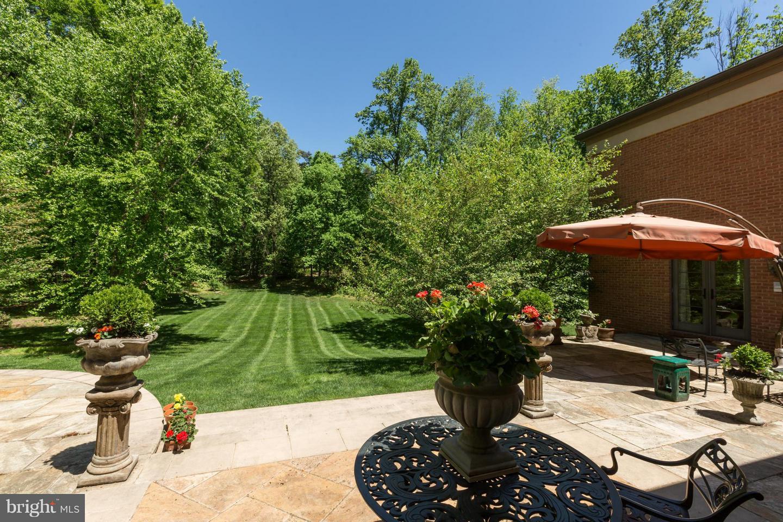 Additional photo for property listing at 11304 Seneca Cir 11304 Seneca Cir Great Falls, Virginia 22066 United States