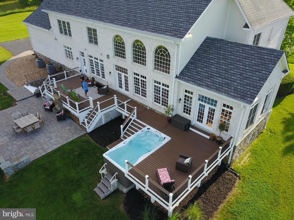 New patio, deck, and exercise pool in back! - 41738 PUTTERS GREEN CT, LEESBURG
