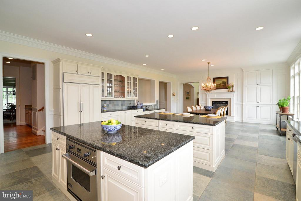 Kitchen - double islands; double dishwashers - 41738 PUTTERS GREEN CT, LEESBURG
