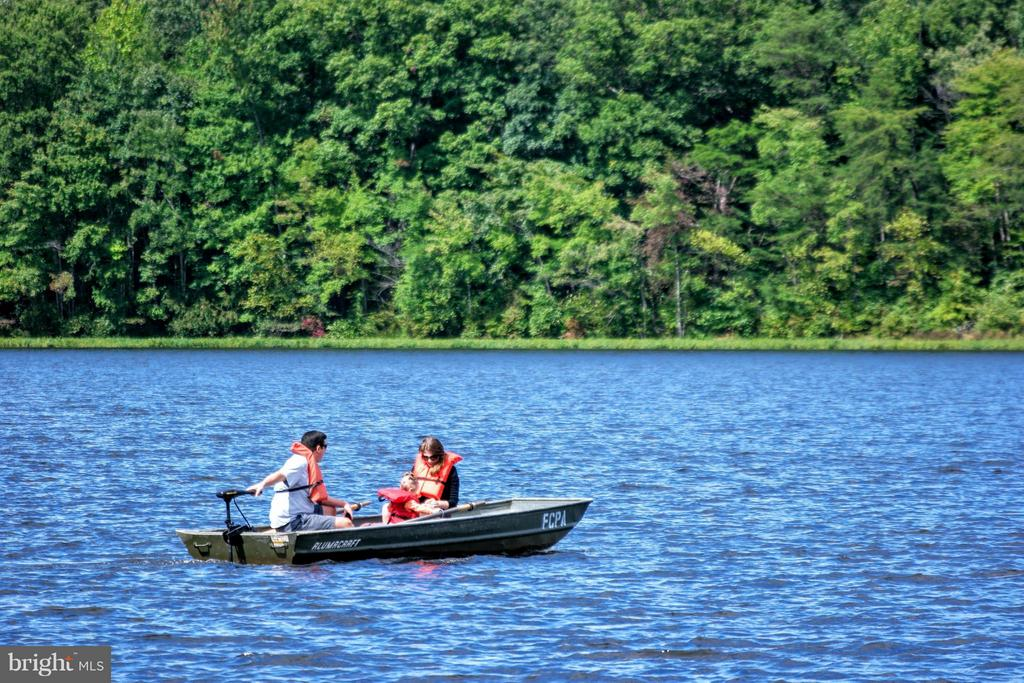 Boating on nearby Burke Lake - 10317 BURKE LAKE RD, FAIRFAX STATION