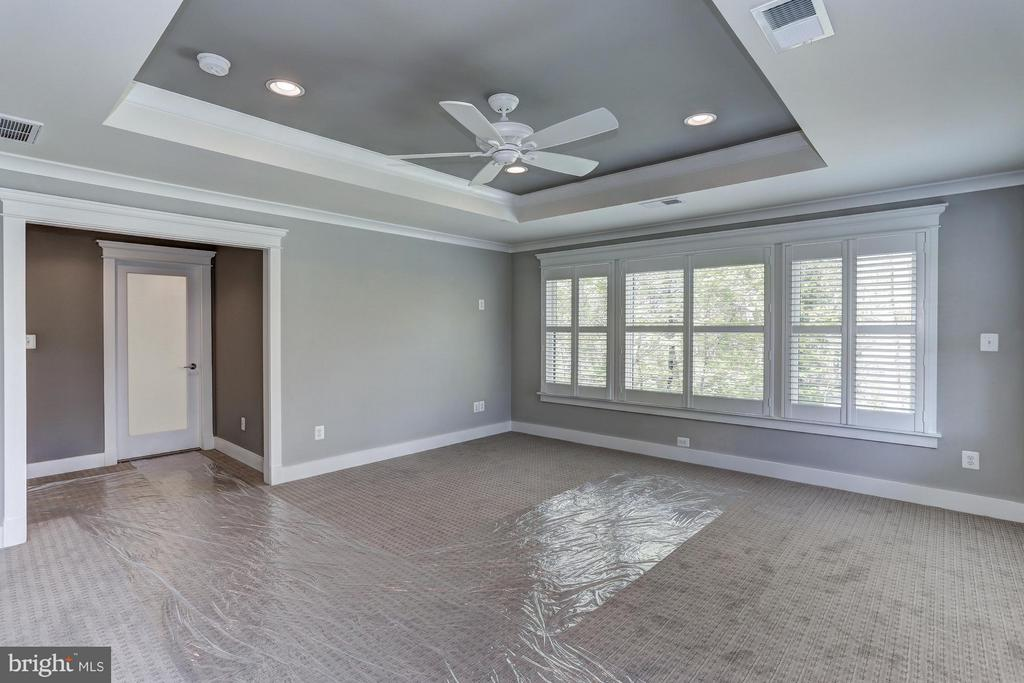 Owner's Suite of similar model - 10317 BURKE LAKE RD, FAIRFAX STATION