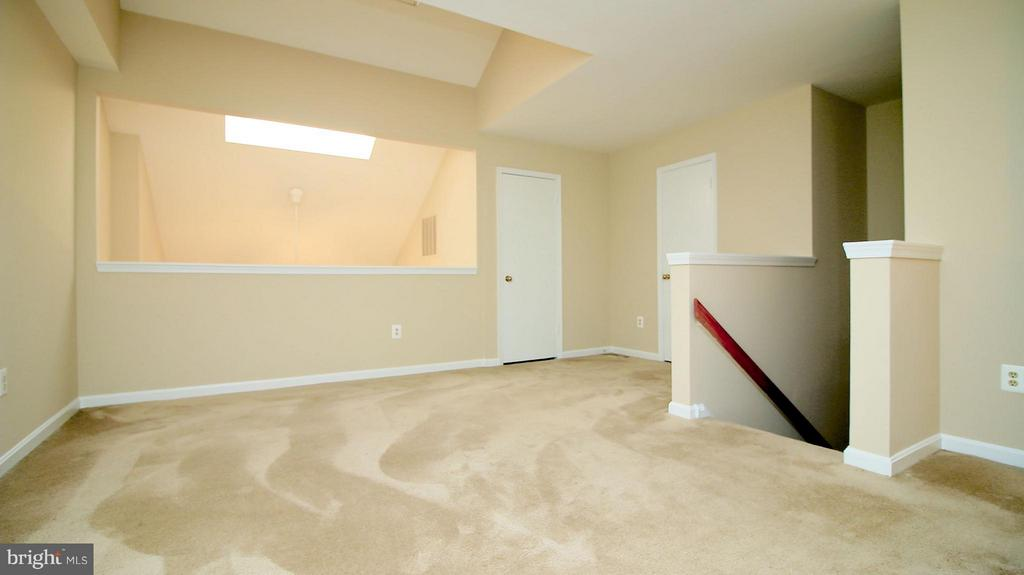 With Two Walk in Closets - 1029N STUART ST N #712, ARLINGTON