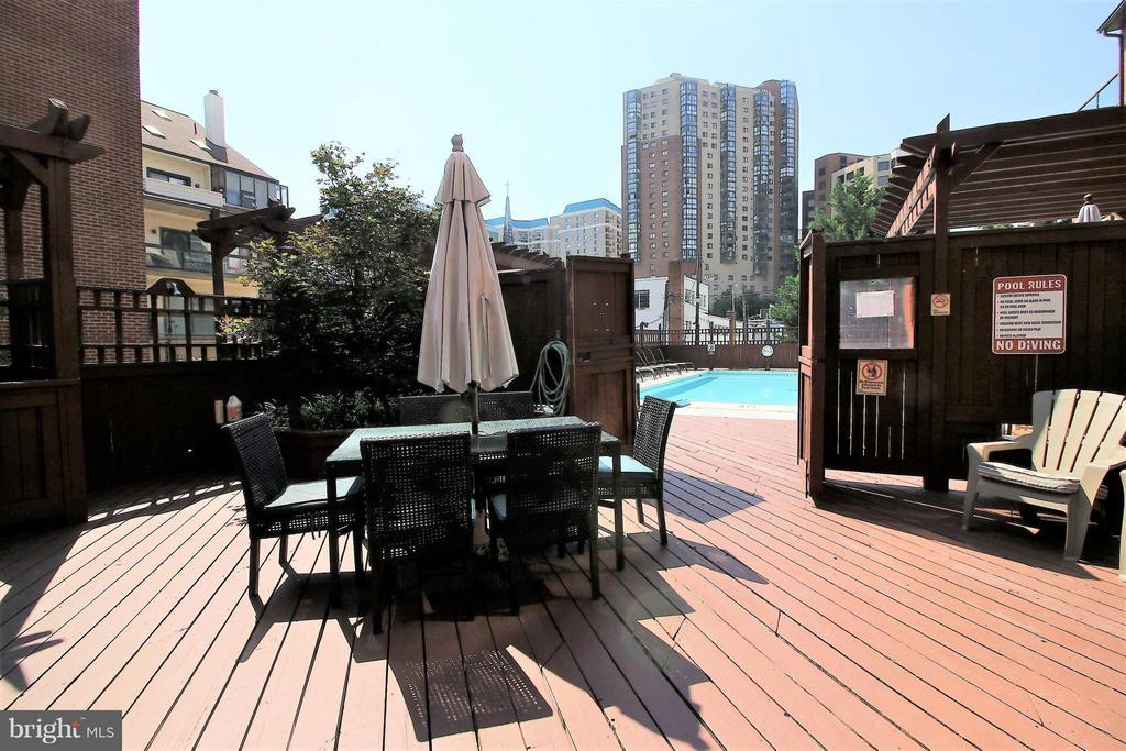 Deck and Party Near Pool - 1029N STUART ST N #712, ARLINGTON