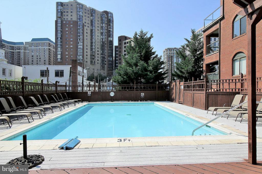 Outdoor Pool - 1029N STUART ST N #712, ARLINGTON