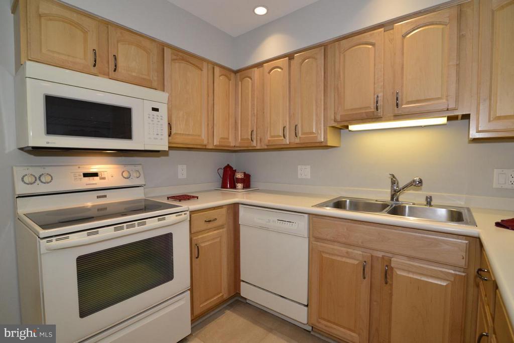 Kitchen - 2259 CEDAR COVE CT, RESTON