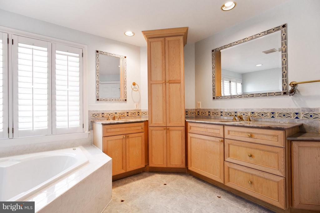 Bath - Dual Vanity - 3305 WASHINGTON BLVD, ARLINGTON