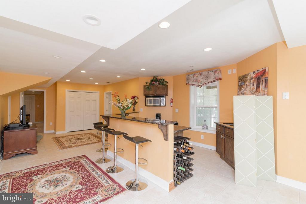 Lovely Family room features a bar - 21 WENTWORTH DR, FREDERICKSBURG