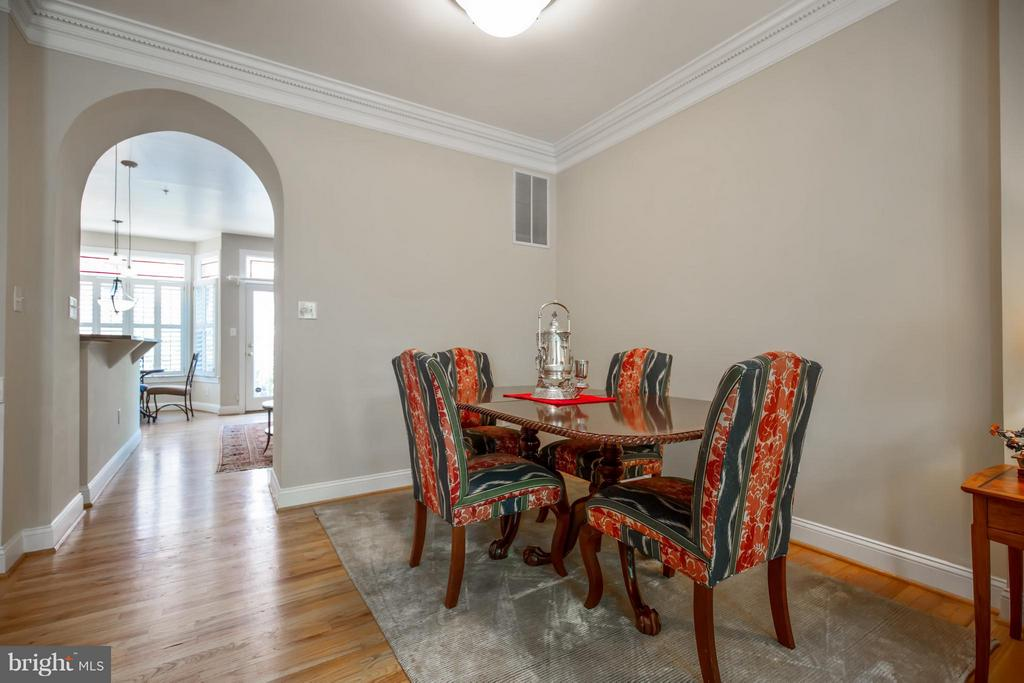 Dining Room w/ 9ft+ Ceilings - 3305 WASHINGTON BLVD, ARLINGTON