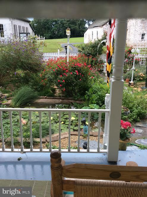 FRONT PORCH SITTING RIGHT OUTSIDE THE CITY - 7814 ROCKY SPRINGS RD, FREDERICK
